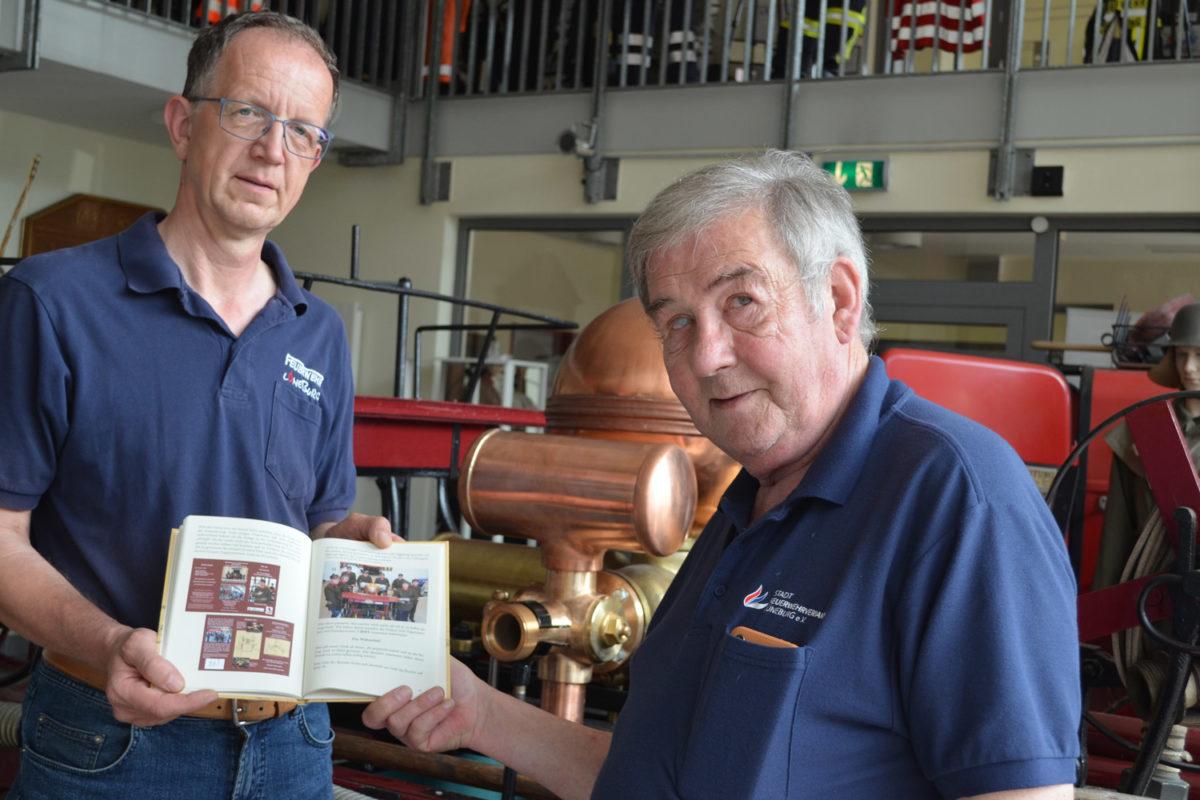 Thomas Krause und Uwe Heinatz präsentieren neues Buch über die Handdruckspritze